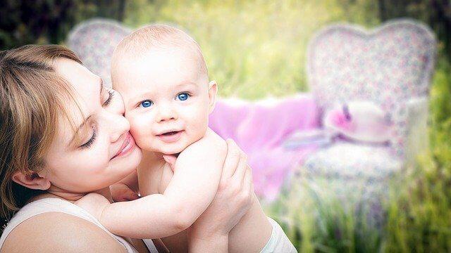 متى يعرف الطفل الرضيع أمه ؟