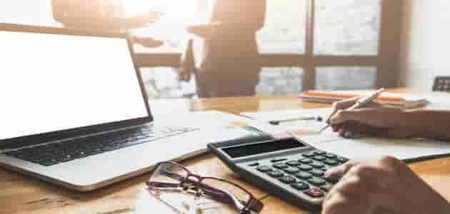 كيف يحدد المحاسب الطريقة الملائمة للمحاسبة عن عمليات مشروع ما