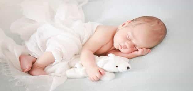 كم ساعة ينام الرضيع بدون رضاعة